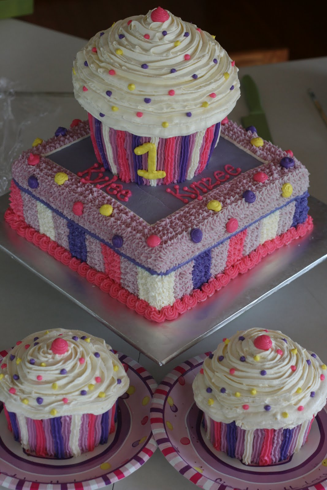 Birthday Cake Ideas With Cupcakes : Carly s Cakes: Cupcake Cake- Twins