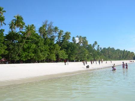 http://2.bp.blogspot.com/_aUiyh-8iOec/TC7-rBPNINI/AAAAAAAAEg8/-Bu6Hjeilyw/s1600/pantai+indonesia1.jpg