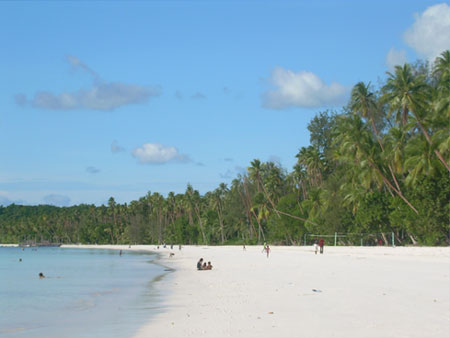 http://2.bp.blogspot.com/_aUiyh-8iOec/TC7-saFE1OI/AAAAAAAAEhE/CvGdvUnpAUc/s1600/pantai+indonesia+2.jpg