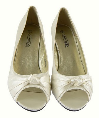 Wear flat shoes wedding Make sure the ivory shoes are ivory wedding bridal