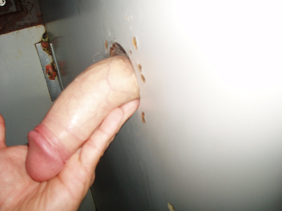 Meaning of 1 finger in gloryhole