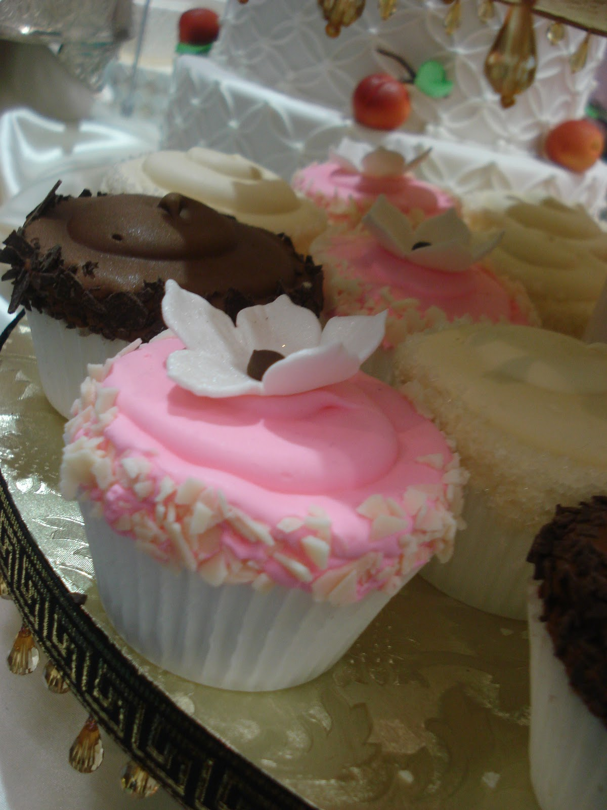 http://2.bp.blogspot.com/_aXR8Bxp5OrI/TSk94rfAbWI/AAAAAAAAAEs/_P2IuzfKJys/s1600/pink+cupcake.jpg
