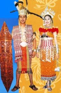 Pakaian tradisional masyarakat Iban.