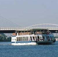 Reservamos tu paseo en barco por el río Guadalquivir
