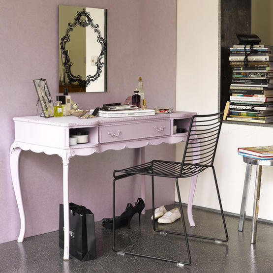 decoracao cozinha lilas:Old-Fashioned Makeup Table