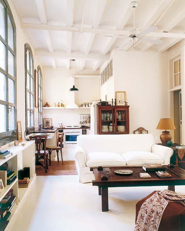 decoracao sofa branco:Além do sofá branco absolutamente lindo, o quarto é de arrasar, né