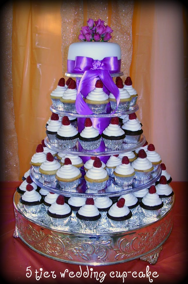 Many Cupcakes For A Wedding