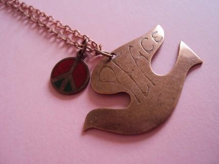 [bird+necklace]