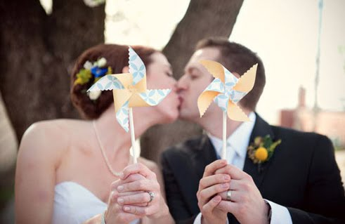 We think this idea is just so cute for an outdoor wedding