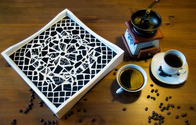 Dwulicowa Taca Espresso - strona czarna. Wykonana w technice mozaiki ceramicznej