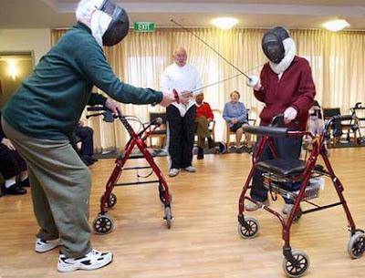 http://2.bp.blogspot.com/_agHXcORx9eY/SZ3XGEoyrsI/AAAAAAAABoo/YQBrfEM1SYQ/s400/elderlyfencers.jpg