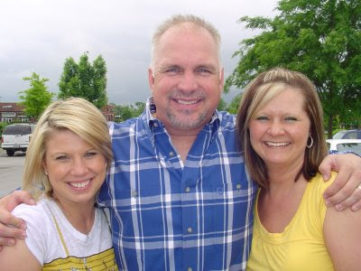 Recent Pictures Of Garth Brooks Daughters Trevor and Ashley (cli...