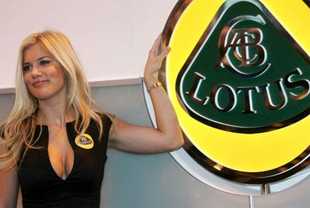Lotus vs Lotus dalam Formula One. Hebat Malaysia!!!