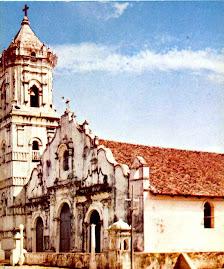 Vista frontal de la Basílica deteriorada por lo antigua de la misma décadas atrás
