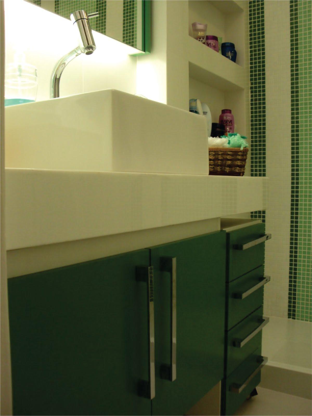 Além do gabinete foi projetado um gaveteiro volante que se encaixa  #A0A02B 1200 1600
