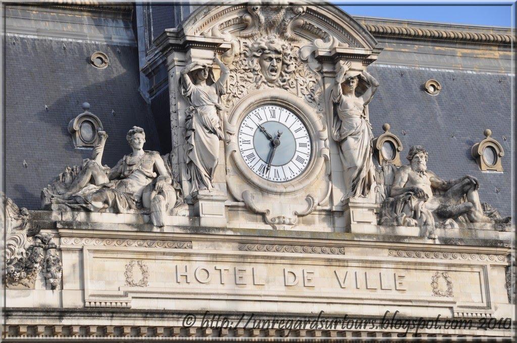 Un regard sur tours l 39 horloge de l 39 h tel de ville de tours - Le roi du matelas cambrai ...