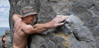 Tomasz Swinarski sends the low traverse of Split Apple Rock