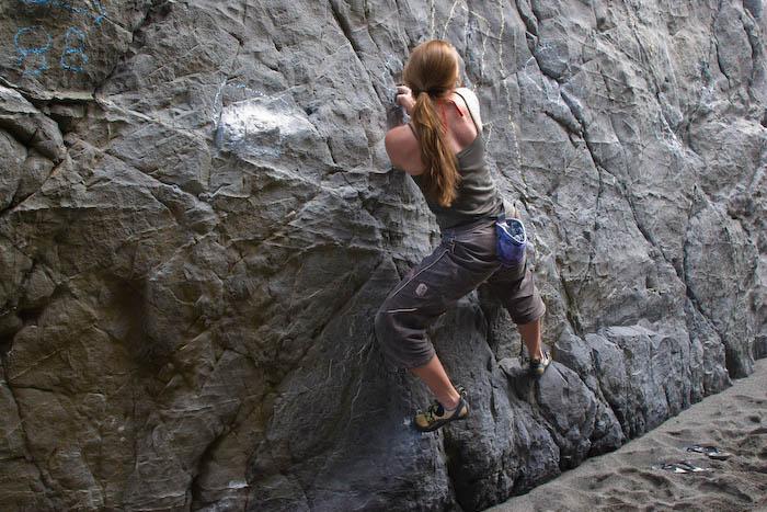 Emma Hawke traversing Split Apple Rock