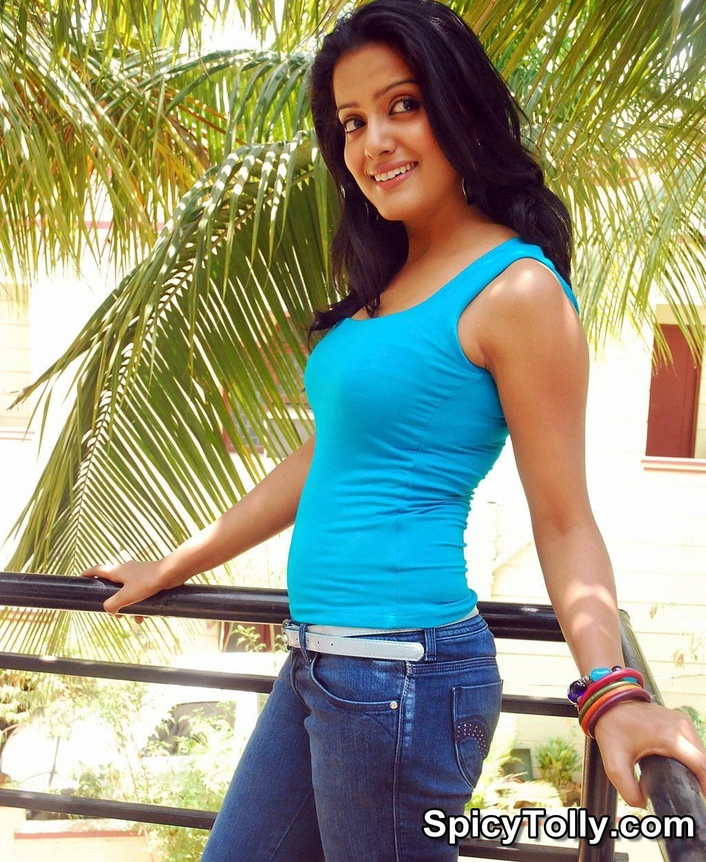 actress tollywood gallery : visakha singh in jeans with blue