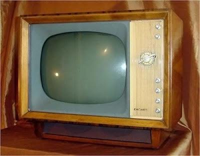 http://2.bp.blogspot.com/_ax5ZIdFoW1U/ScChzC6TE8I/AAAAAAAAMcE/cYg-ooA3U90/s400/old-television-photos-30.jpg