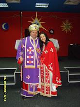 Tau Rafael (stânga) şi Sophia, prima preoteasă a Bisericii Gnostice din România