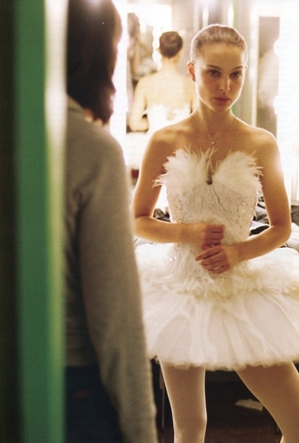 Here we see Nina Sayers played by Natalie Portman as the beautiful innocent sweet and angelic white swan  sc 1 st  takawirafashionista - Blogger & takawirafashionista: Black Swan