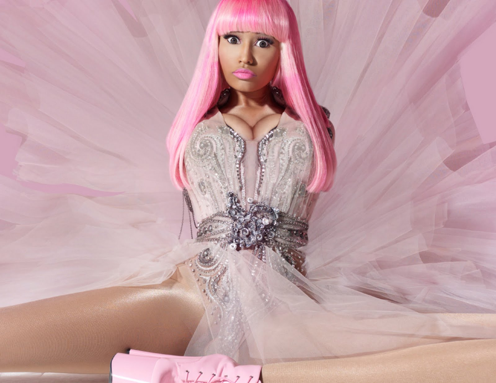 http://2.bp.blogspot.com/_b-1f-27HzI0/TO4HNXnkcRI/AAAAAAAAQO4/AkGa8X47iwk/s1600/Pink4Friday-Beauty-300_1.jpg