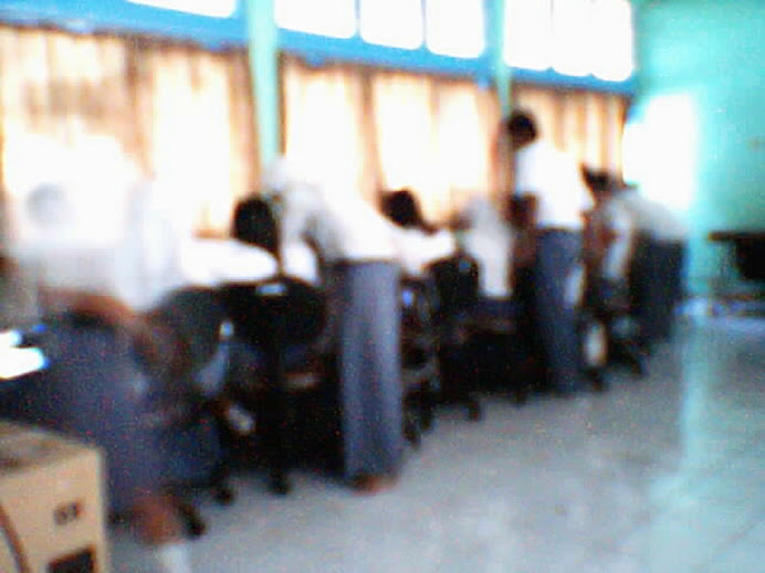 Kegiatan di Lab. Multimedia SMAN 1 Jatiwangi
