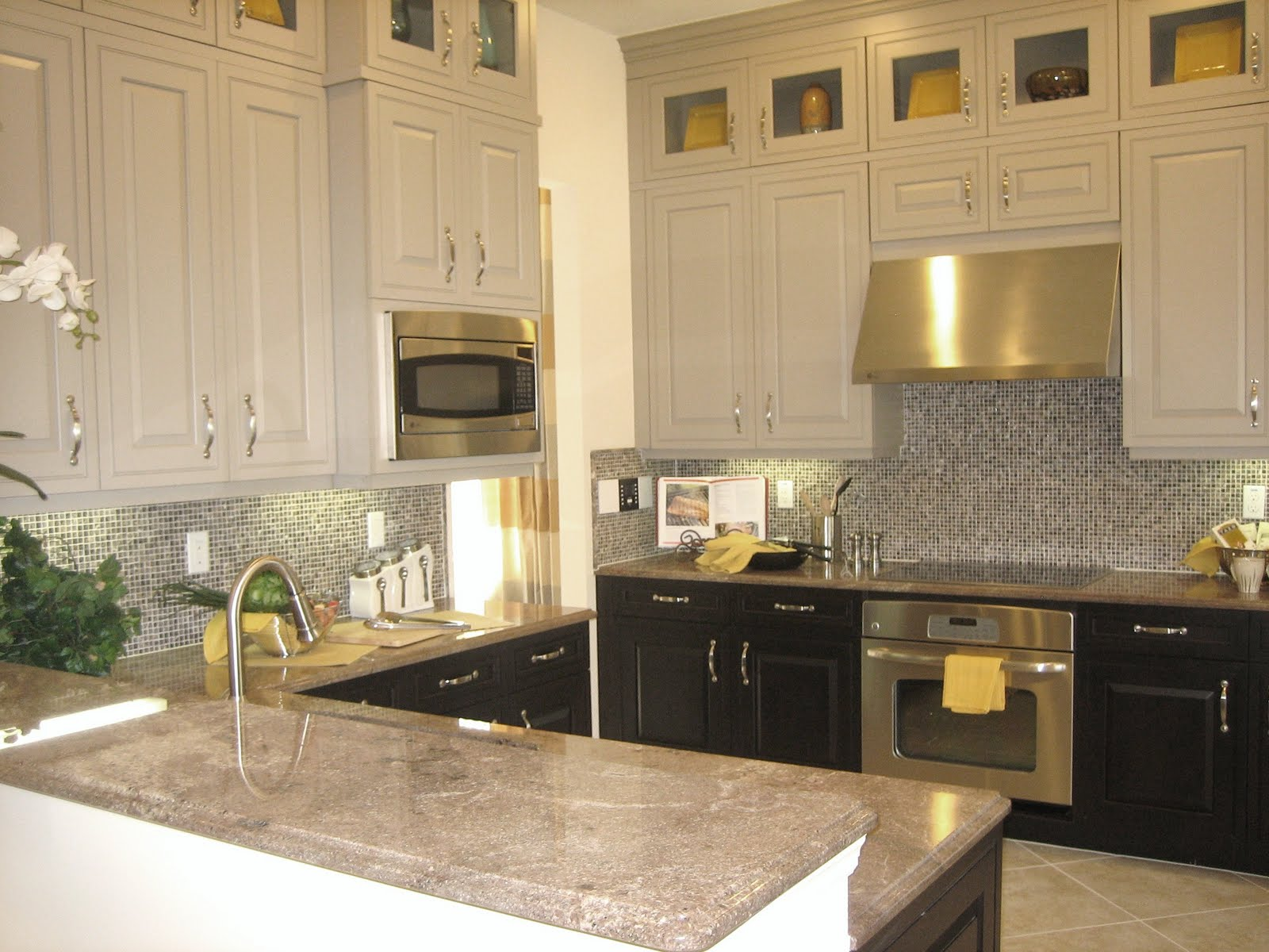 Two Tone Painted Kitchen Cabinets Ideas Unique  Lavetoncom - Two color kitchen cabinet ideas