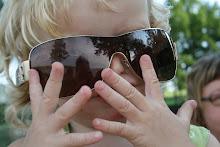 Bakom mina solglasögon...