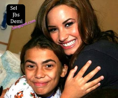 Demi Lovato Hospital on 01 Demi Lovato En Un Hospital De Ayuda Para Ni  Os