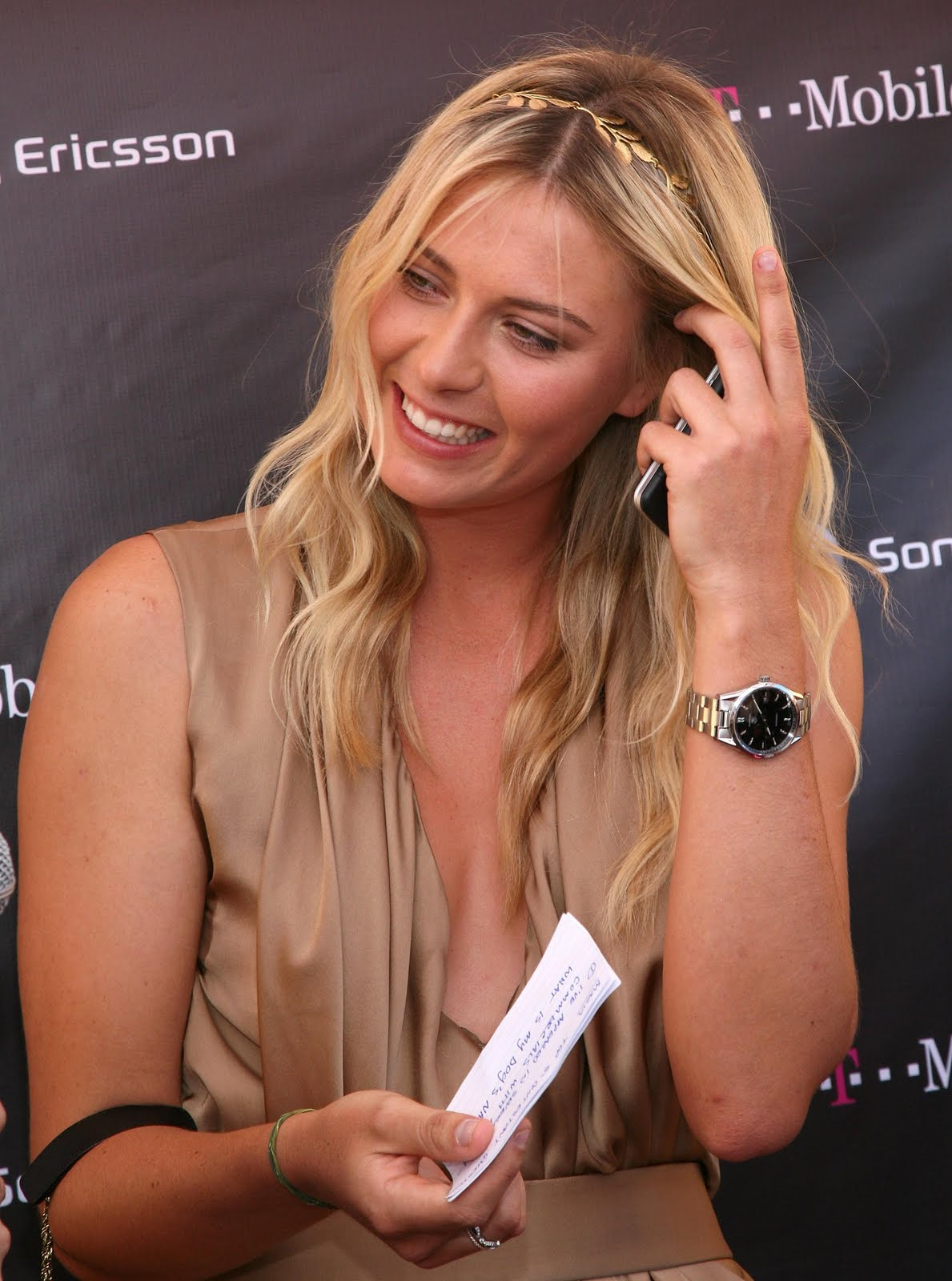 http://2.bp.blogspot.com/_b75UL5G9BPA/SwNnH49ZjfI/AAAAAAAAHx0/uiXLNnwf00I/s1600/78723_ie_-_Maria_Sharapova_at_the_T-Mobile_and_Sony_Ericsson_Maria_Sharapova_Look-a-like_contest_at_the_new_T-Mobile_store_in_Canoga_Park_-_Oct__31_2009_9825_122_410lo-707311.jpg