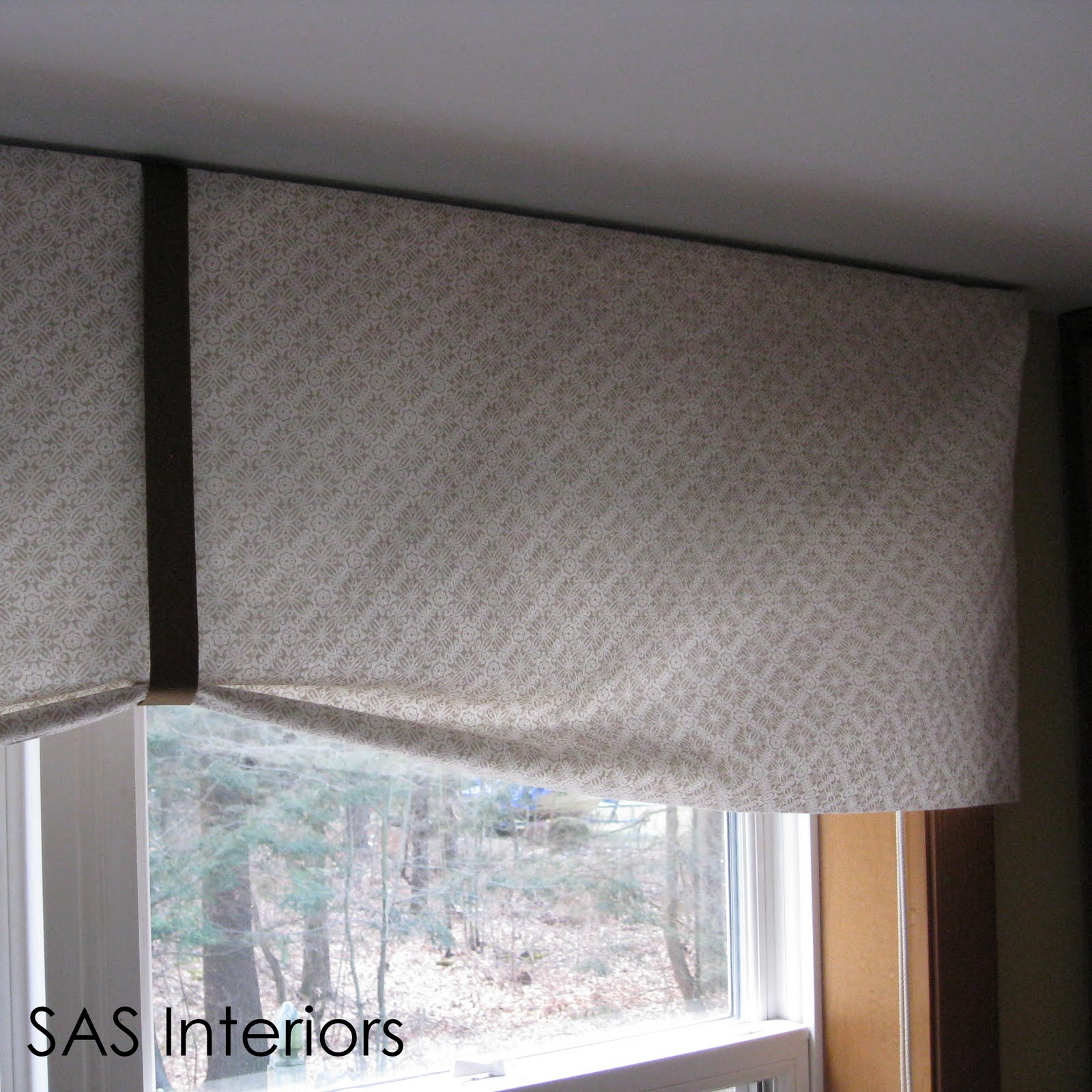 DIY: Kitchen Window Valance