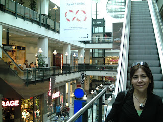 Moni en el Eaton Center