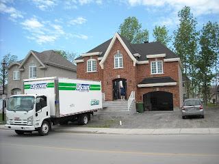 La casa nueva en los suburbios