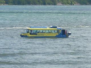 El Amphi-bus en el agua