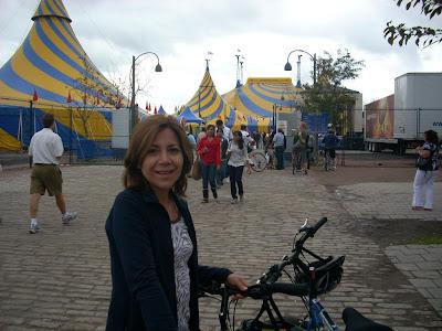 La carpa de Cirque du Soleil en el viejo puerto, presenta su espectáculo OVO