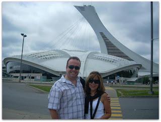 El Biodomo, atrás el Estadio Olímpico