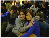 Romi y Moni, al lado cansados Cris y Mauri en Chile
