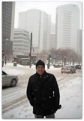 Todo nevado con la Plaza Victoria de fondo