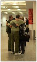 Emocionante... el abrazo del aeropuerto