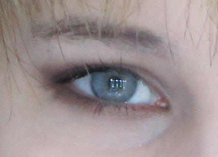 how to make deep set eyes look bigger