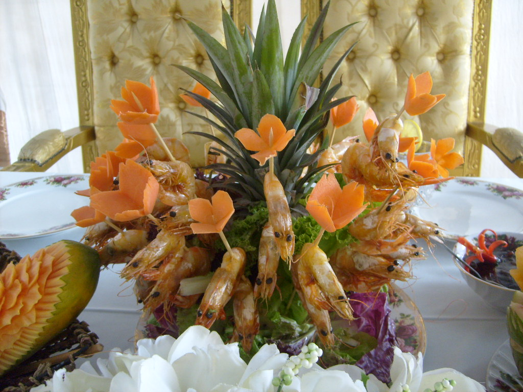 Fruit and vegetable carving for wedding