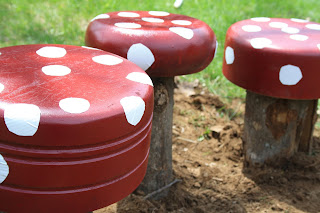 http://twigandtoadstool.blogspot.ca/2010/05/its-gardening-weeklets-make-toadstools.html