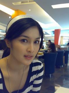 Sandra Dewi Gallery Artis