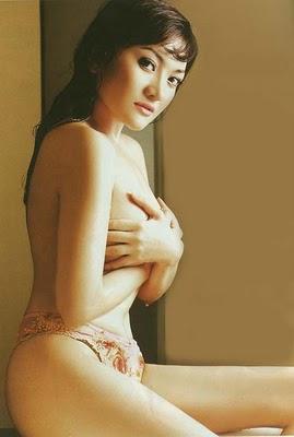 http://2.bp.blogspot.com/_b9vD0w-I_oU/S8bxxDGpJ9I/AAAAAAAABOI/kNw4gyUfNVY/s1600/kikiamalia-nude2.jpg