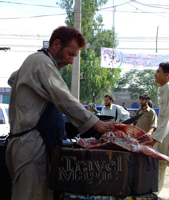 pakistain-butcher-peshawar-people-street