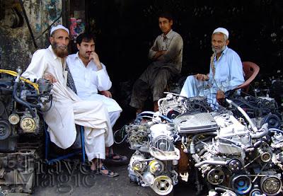 pakistan-rawalpindi-motor-movie-street-people