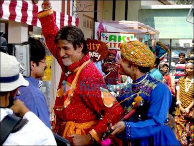 Amitabh Bachchan dresses as a Rajasthani