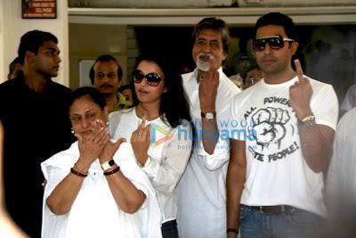 Jaya Bachchan, Aishwarya Rai, Amitabh Bachchan, Abhishek Bachchan